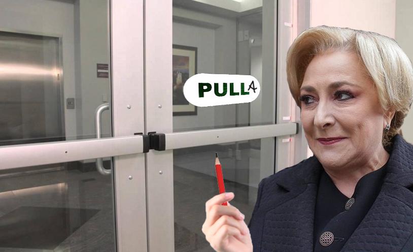 Viorica a corectat mesajul de pe o ușă pe care scria PULL!