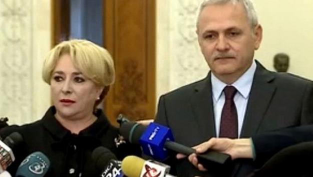 Asta se întâmplă când lăsați Căcâna să voteze în locul vostru: vă conduc Căcânica și Căcânache!