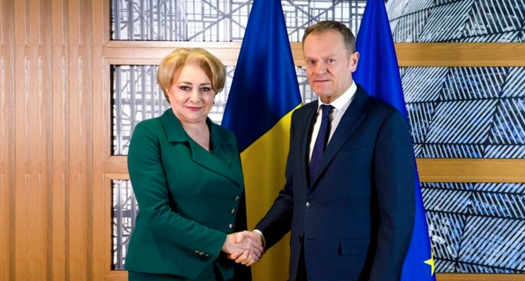 Acord la nivel înalt: Viorica va lua meditații la limba română de la Donald Tusk!
