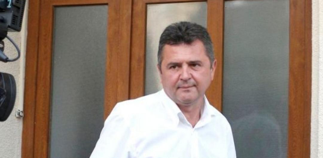 Un deputat a depus la bancă 450.000 de euro pe care nu îi poate justifica. O fi luat în avans pensia pe 150 de ani!