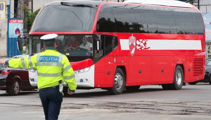 Dinamo a reuşit să mai facă3 puncte: a trecut cu autocarul pe roşu!