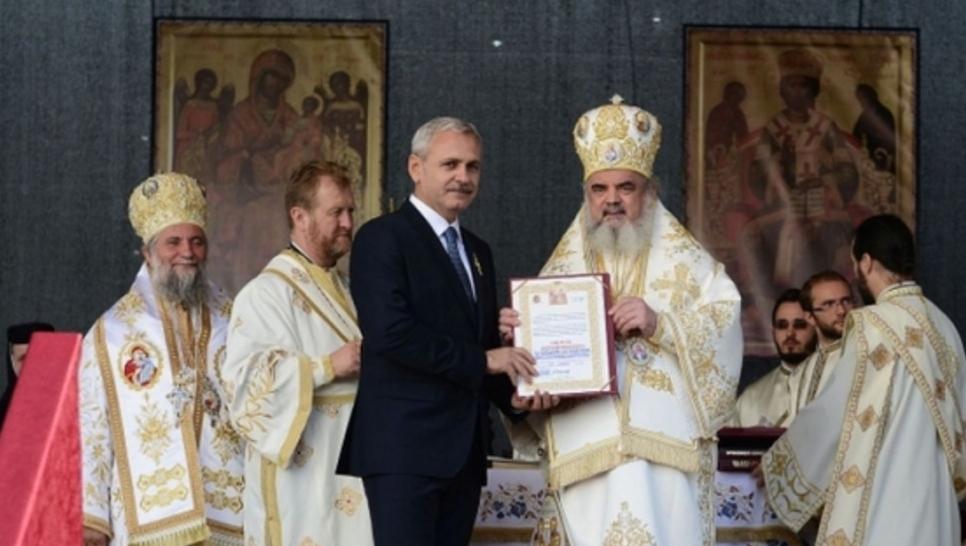 Cele 10 porunci ale ortodoxului de partid: 1. Fură! 2. Fură și mai mult! 3. Mai fură ceva!