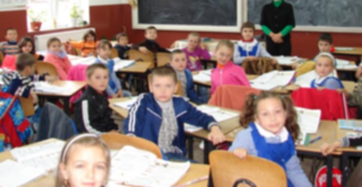3 milioane de viitori cetățeni americani, germani și canadieni vor începe luni școala în România!