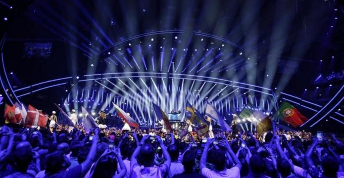 Se uită cineva la Eurovision? Cum merge daru'?