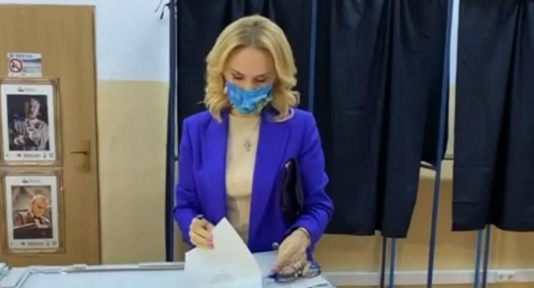 """Gabi Firea: """"Am votat cu sete!"""" E bine! Înseamnă că a votat cu Băsescu!"""