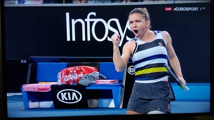 Simona bătut-o și pe Venus Williamsl! Meritul este al antrenorilor de tenis de pe Facebook. Ei au dus tot greul!