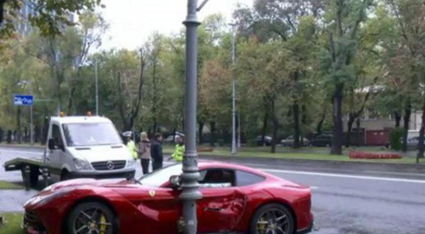 Bugetarul care a făcut accident cu Ferrari-ul în București era obosit: muncise 5 ore toată viața lui!