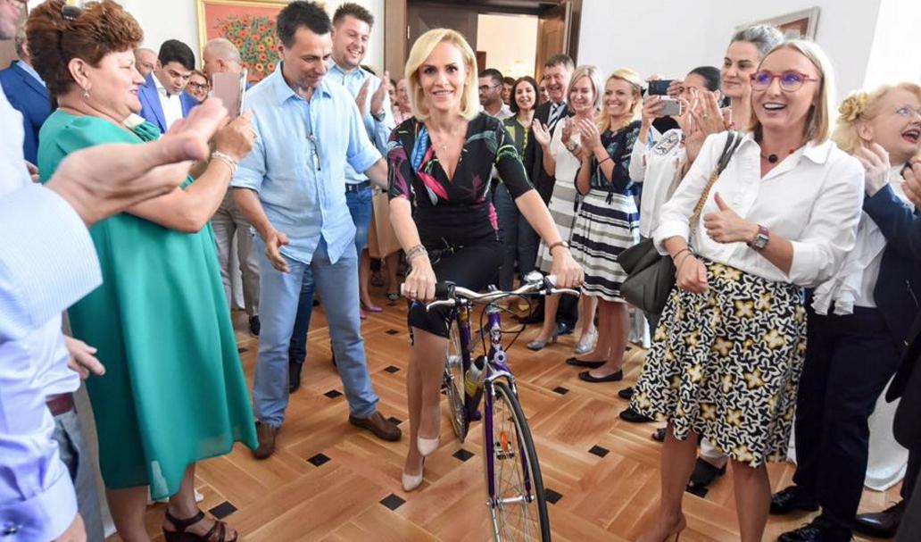 Firea, nemulțumită de bicicleta primită de ziua ei: E defectă, are șa!
