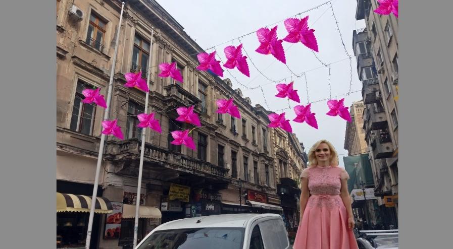 """De Ziua Muncii, Firea a împodobit Bucureștiul cu mentă roz. """"Vă aștept să o frecăm împreună!"""""""