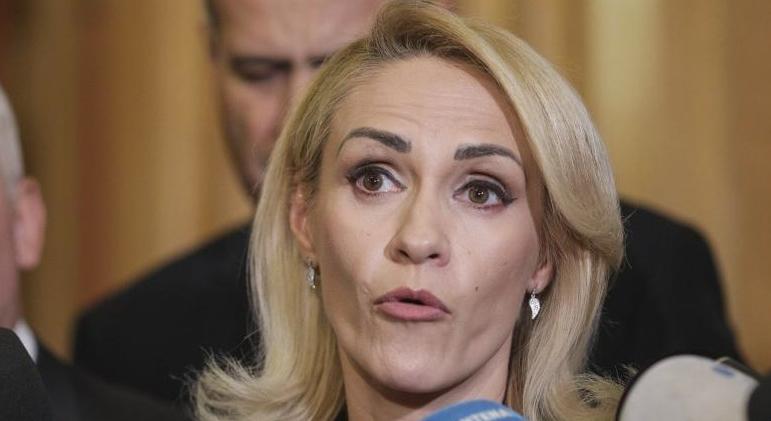 """Firea, întâia duamnă a virusologiei româneşti: """"Se anunțăun număr mai mare sau un număr mai micinfectați în funcție de evenimentele politice!"""""""