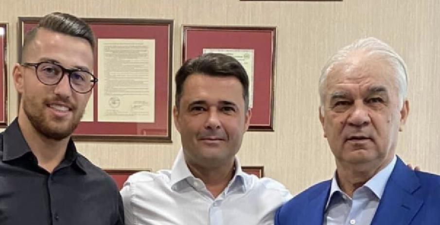 Andrei Iordănescu, fiul lui tata Puiu, a fost angajat de PSD la Primăria Sectorului 5 fiindcă murea de foame!