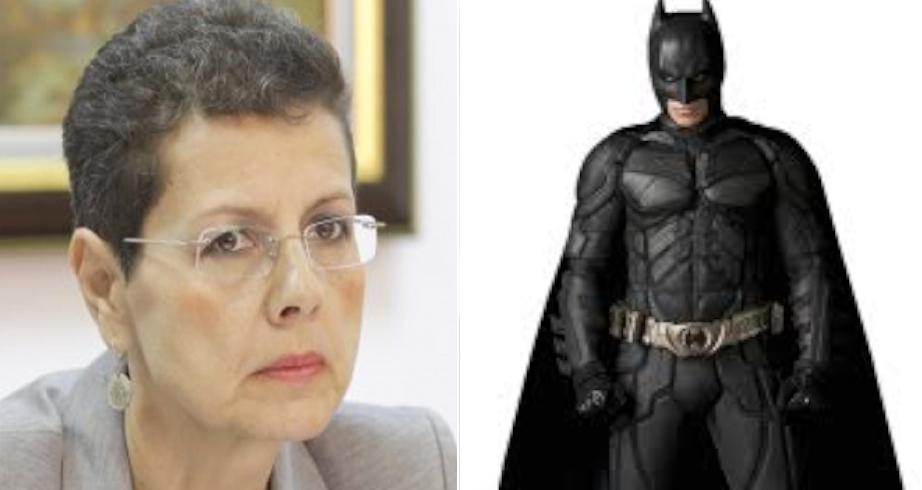 Adina Florea i-a făcut dosar penal lui Batman pentru că are pelerină neagră în loc de roșie!