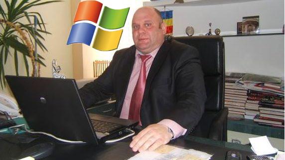 Un funcționar are spor de boală pentru că a uitat Windows-ul deschis și l-a tras curentul!