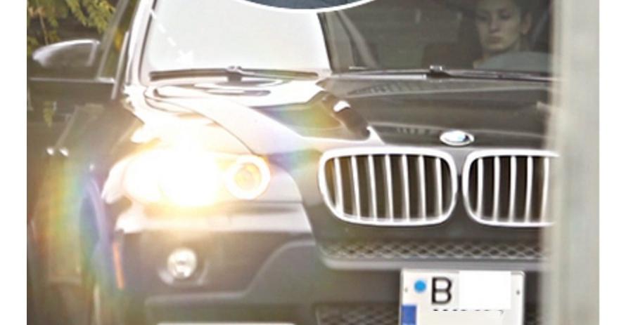 Programul de guvernare al PSD rupe: gagica lui Dragnea își mai ia un BMW din salariul ei de 2000 de lei!
