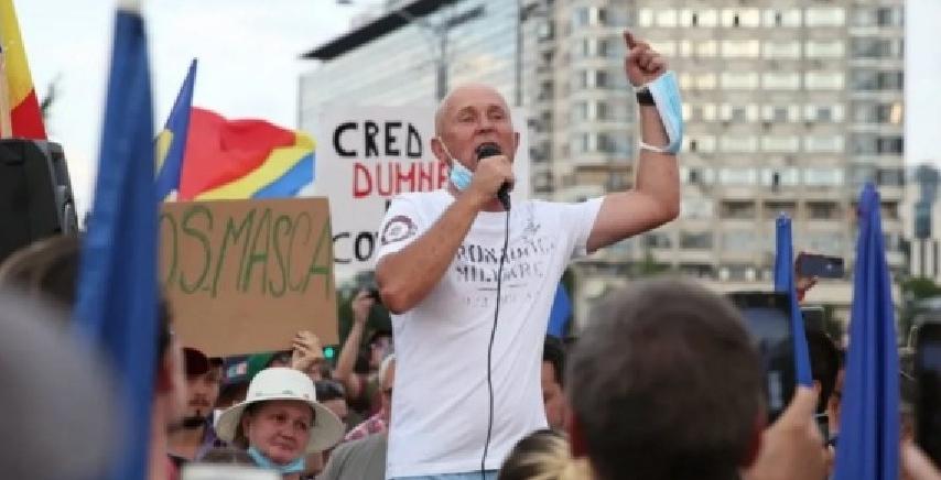 Turnătorul Garcea amenință că în decembrie va face a doua revoluție! Cică a fost şi la precedenta - sperăm că nu pentru a turna