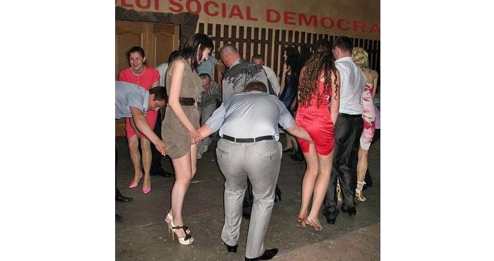 Viitoarele duamne Carmen Dan la ritualul de inițiere cu ocazia înscrierii în PSD!