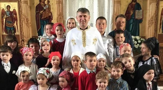 Părintele Pomocraci și-a deschis o grădiniță cu program de noapte!