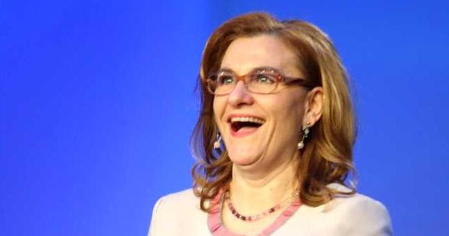 """Grapini s-a felicitat singură pe Facebook: """"Sii frumoasa si,deztiapta.T-e pup,fato!"""""""