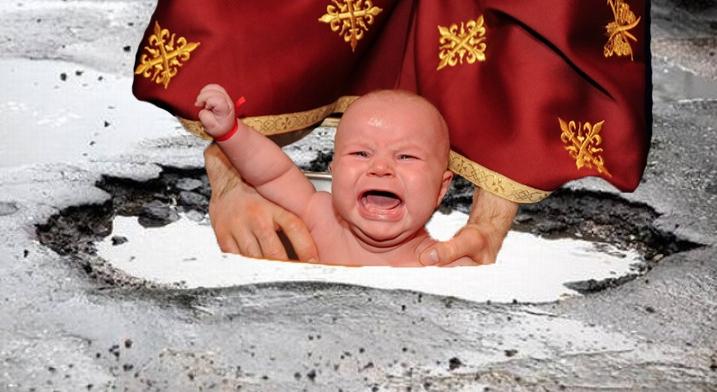 Gropile din asfalt vor fi folosite la botezuri pe post de cristelnițe!