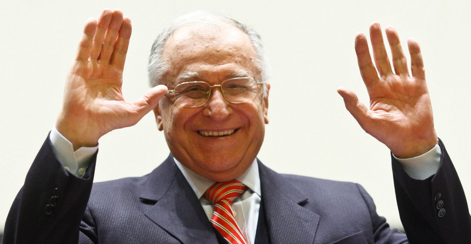 Oamenii de știință confirmă: doar gândacii și Ion Iliescu ar putea supraviețui unui atac nuclear!