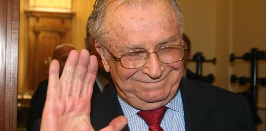 A murit Iliescu! (Vă dați seama că păcăleala asta va ține și pe 1 Aprilie 2050?)