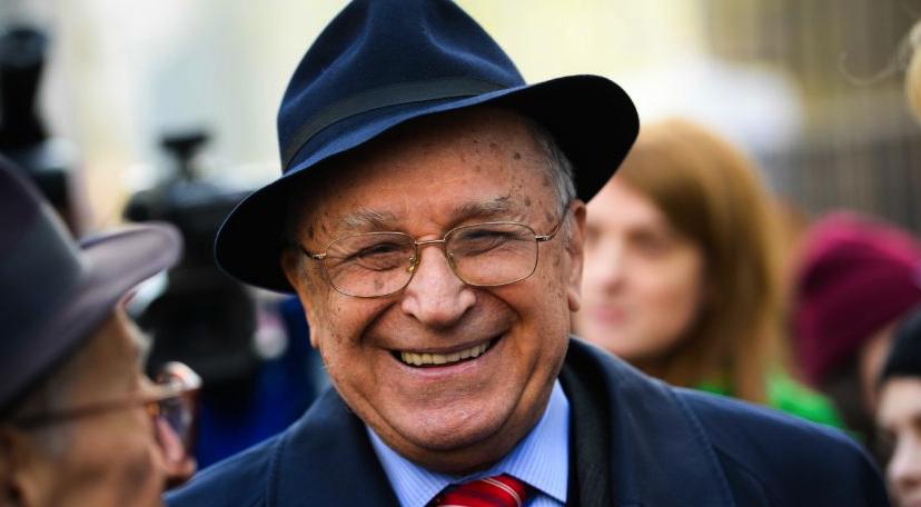 Ion Iliescu, desemnat cel mai credincios om din lume: el chiar crede că va scăpa de puşcărie!