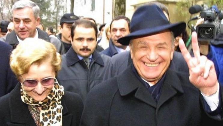 Bancul cu p_la lui Iliescu (nu la fel de vie ca el)