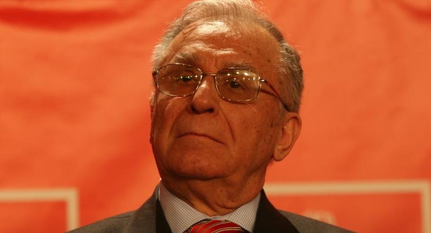 Ion Iliescu încă nu s-a decis cu cine va vota la parlamentarele din 2040!
