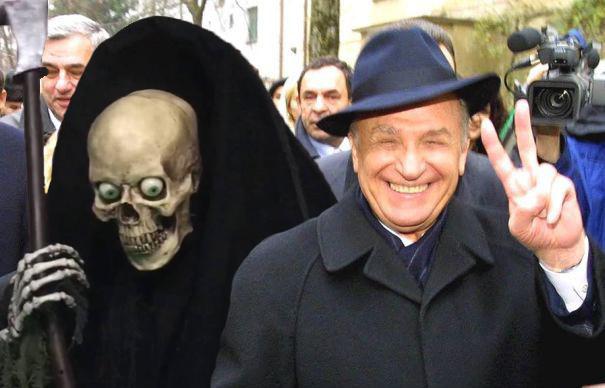 Știre pozitivă: moartea lui Iliescu s-a întors din concediu!