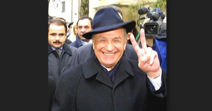 Partea tristă e că Iliescu nu va muri niciodată cu adevărat. Iliescu e Dragnea, Ponta, Șerban Nicolae…