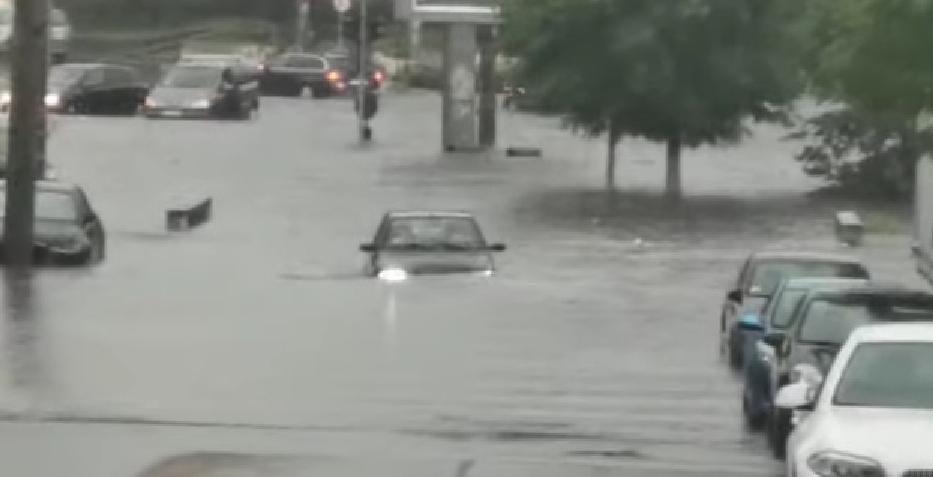 Dacă Olguța făcea și ea un metrou, ca dl. Boc, avea apa pe unde să se scurgă. Ați văzut inundații la Cluj?