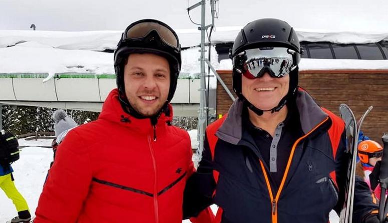 Iohannis din nou la schi. Vă dați seama că Mircea Badea ar lua bătaie și la schi?