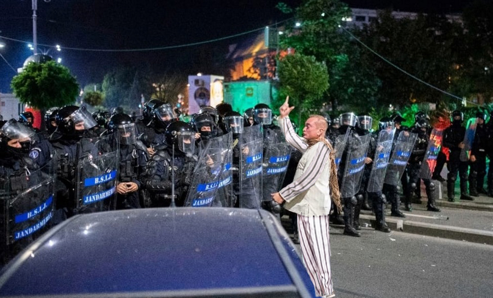 Jandarmeria e revoltată: Se face anul de la protest și niciunul dintre copiii gazați nu a fost arestat!