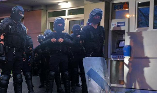 Carmen Dan a pus scutierii să păzească bancomatele, ca să nu scoată protestatarii banii de la Soros!