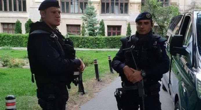 """Jandarmii explică de ce au avut mitraliere la protest: """"Păzeam cireșii!"""""""