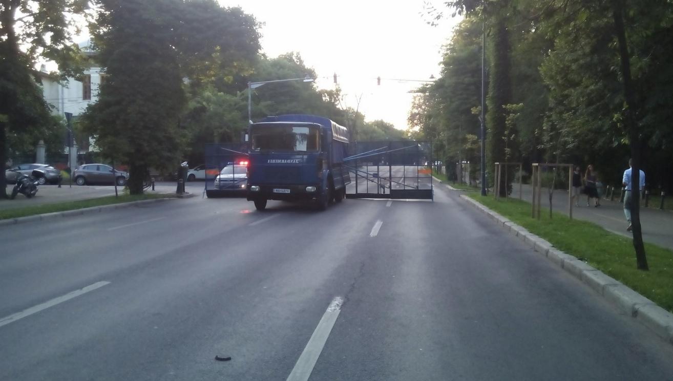 Au blocat accesul spre sediul PSD, pentru că Jandarmeria apără hoția!