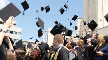 200 de mii de viitori cetățeni americani, germani și canadieniau terminat azi liceul în România!