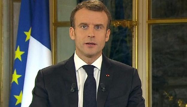 În Franța, politicienilor chiar le e frică de popor. Pentru că acolo există popor și nu există Latrine