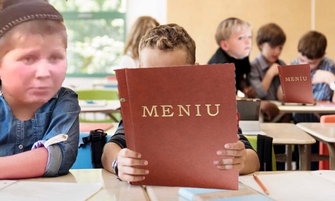 Pentru că nu sunt manuale, elevii din Moldova învață după meniurile din baruri!