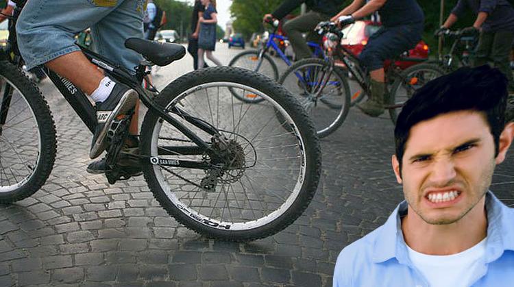 Un bucureştean a început să mârâie la biciclişti după ce a mâncat mici de la Obor!