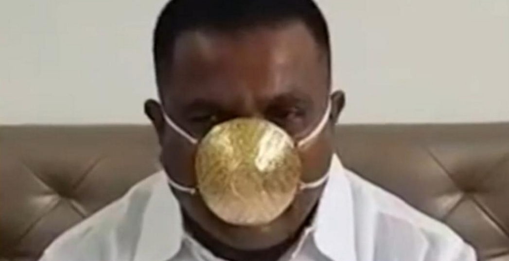 """Indianul cu mască de aur dezvăluie cât a dat pe aceasta: """"Cam cât dă Unifarm pe o mască normală!"""""""