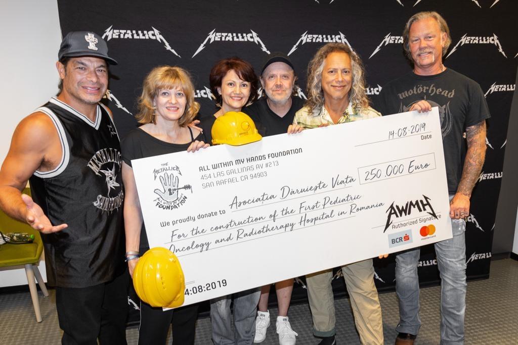 """Metallica a donat 250.000 de euro pentru spitalul oncologic făcut de """"Dăruiește viață"""". Niște sataniști: la Catedrală n-au dat nimic!"""