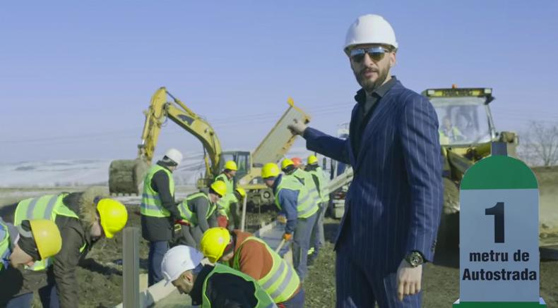 Un sucevean a construit din banii lui primul metru din Autostrada Moldova.Acum să vină Veorica să taie pamblica!