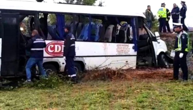 Acest microbuz trebuie expus în Piața Victoriei, după ce vor fi scrise pe el numele tuturor miniştrilor de Transporturi din ultimii 30 de ani