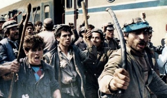 Apel către intelectualii din București: Sâmbătă stați acasă! Se întorc minerii!