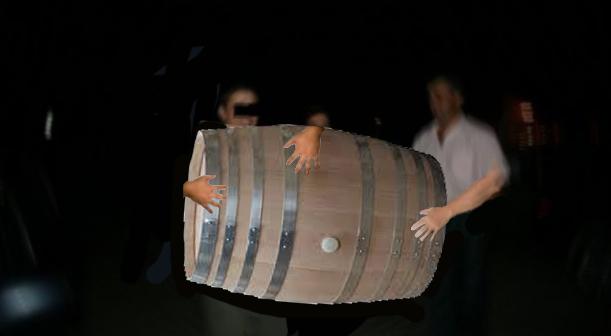 Scandal la o nuntă moldovenească: s-a furat butoiul cu vin în loc de mireasă!