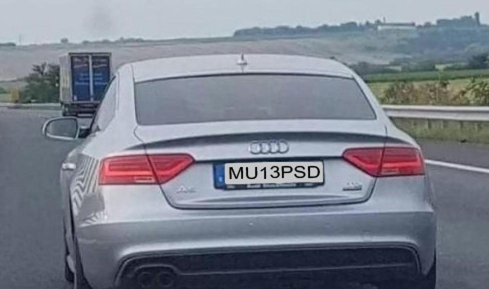 Atenție, plăcuțele trebuie să conțină și cifre, nu doar litere. De exemplu MU13PSD!