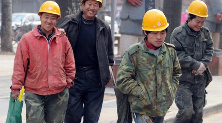 O echipă de muncitori chinezi susține că ne poate face Comaric-Braşovpână diseară, fiindcă s-a mai mărit ziua!
