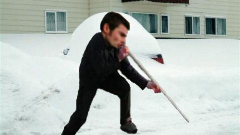Campion la deszăpezire: Adi Mutu a tras pe nas toată zăpada de pe strada lui!