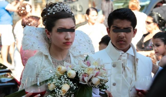 Scandal la o nuntă din Strehaia: mirii au fugit din fața altarului ca să se uite la desene animate!